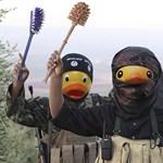 Fürdőkacsa-fejekkel trollkodják szét az Iszlám Állam propagandáját