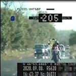 Videó: 205 km/h-nál meszeltek le egy motorost a szolnoki rendőrök