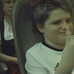 A Lufthansa az angol szurkolókkal viccelődik új reklámjában