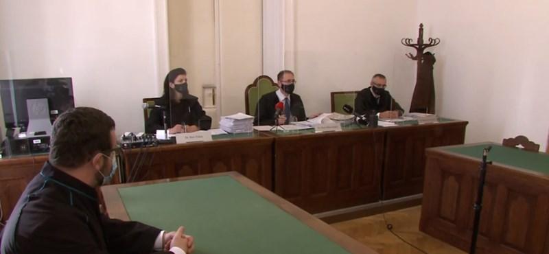Eltiltotta a tanítástól örökre a bíróság a szexuális zaklatással vádolt tanárt