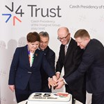 Lemond a cseh miniszterelnök az adócsalási botrány miatt
