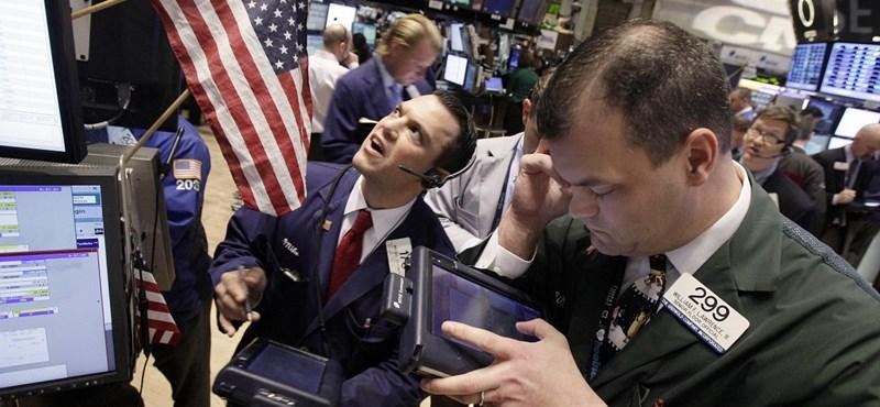 Mínuszban nyitott az amerikai tőzsde az olasz és a spanyol kötvények miatt