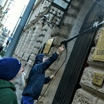 ÁSZ: Milliós kárt okozhattak a festékkel Gulyásék