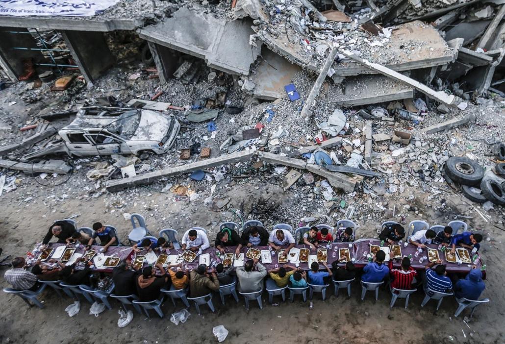 nagyítás afp.19.05.18. palesztin család, összeomlott ház