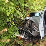 Fának ütközött egy autó Lakiteleknél