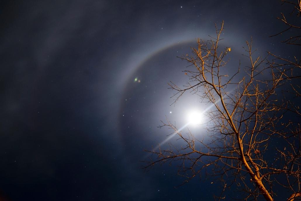mti. Fényjelenség a Hold körül, Salgótarján, 2014.02.10.  Halo
