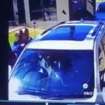 Három fegyveres próbálta elrabolni a Jeepet, de a sofőr nem hagyta magát – videó