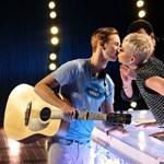 Katy Perry még kapni fog ezért a csókért – videó