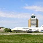 Különleges óriás-repülőgép szállt le Ferihegyen – fotók