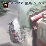 Teherautó elé vágott be az audis, nagyon rosszul járt – videó