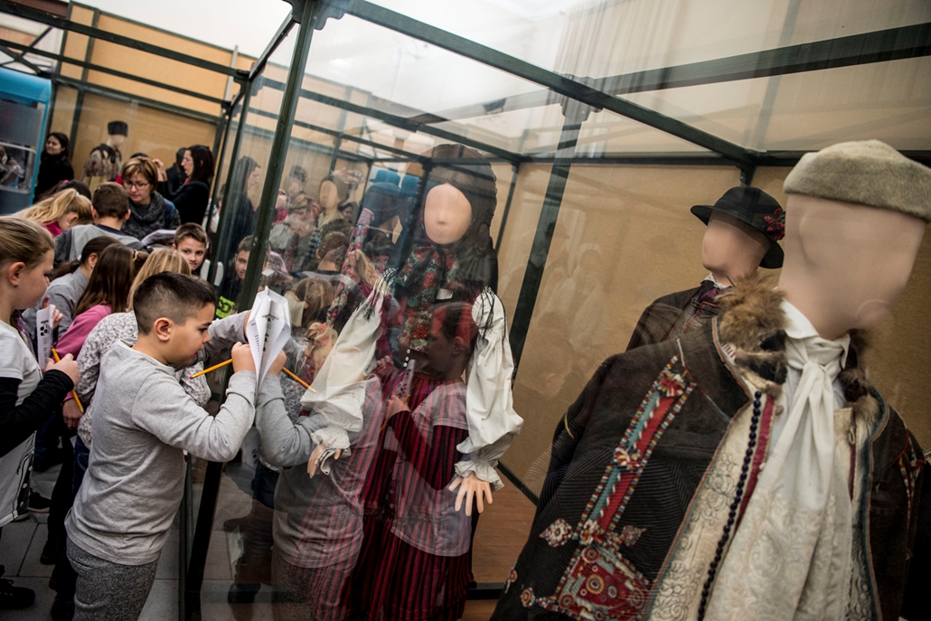 tg.17.12.03. - Néprajzi múzeum pincétől a padlásig bejárás a múzeum bezárása előtt