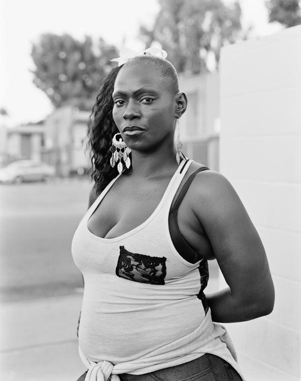 e!18.07.02. - Dana Lixenberg | Courtesy of the Artist and GRIMM, Amsterdam/New York. Dana Lixenberg, J 50, 2013, Imperial Courts 1993 – 2015, Zselatinos ezüst nagyitás.
