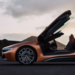 Itt az új BMW i8: erősebb lett és a tetejét is ledobta