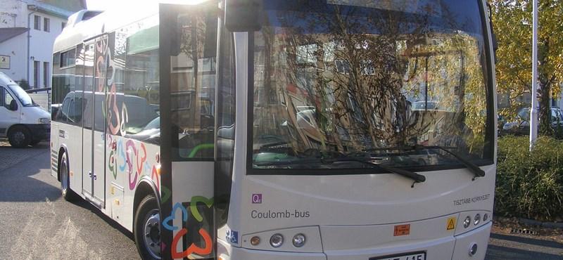 Fotók: forgalomba helyezték Magyarország első elektromos buszát