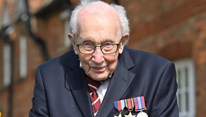 Világszerte példakép lett a 100 éves angol kapitány, aki nagy csatát nyert a vírus ellen