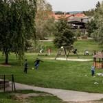 Őcsényen attól félnek, a nyaraló migránsok elrabolnák a magyar gyerekeket
