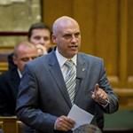 Az MSZP-elnök személyesen beszélné rá Ádert Matolcsy és Polt menesztésére