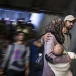 Négy menekült nőnél indult be a szülés péntek éjjel Röszkén