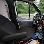 Videó: Robotpilóta nyüstöli a Fordokat