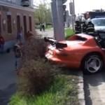Oszlopnak csapódott és rommá tört egy Dodge Viper a cseheknél - fotók