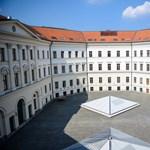 A legnagyobb csendben csatolt el szakokat a kormány: tovább hízik a közszolgálati egyetem