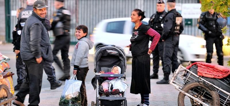 Romatáborokból üzengetve esnek egymásnak a francia politikusok