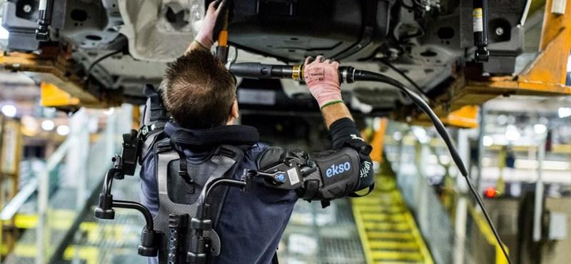 Terminátorrá változtatott emberek szerelik össze a Fordokat