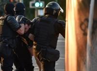 A minszki rendőrség őrizetbe vette az ellenzéki Belsat TV hat munkatársát