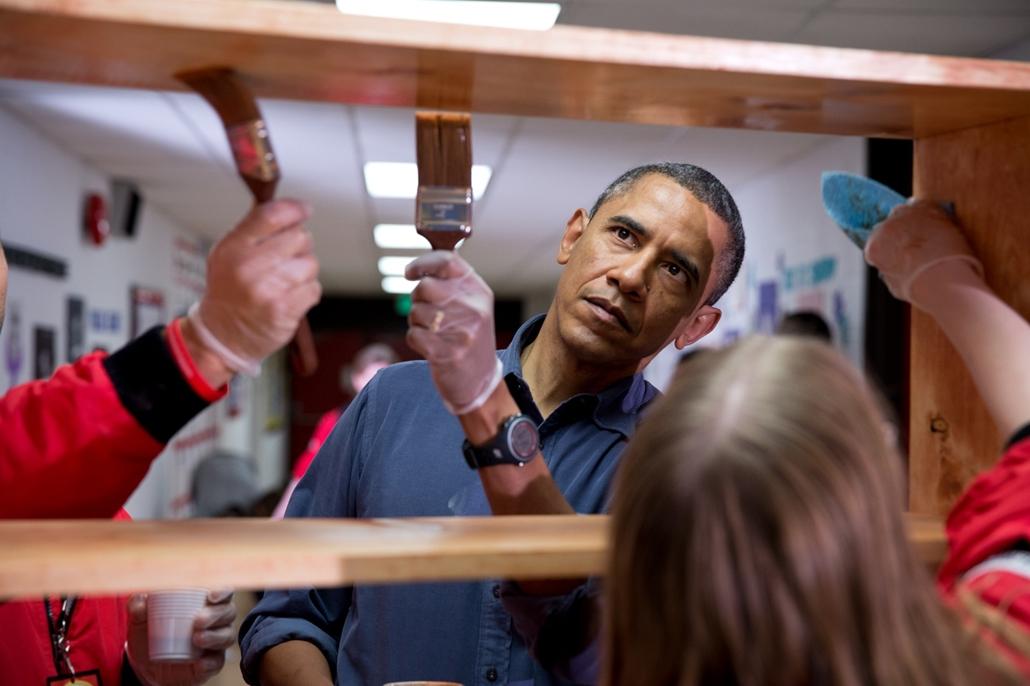 lehetőleg ne - flickrCC_! - 13.01.19. - Washington, USA: Barack Obama a Burrville Általános Iskola festésén 2013. január 19-én. - Barack Obama nagyítás