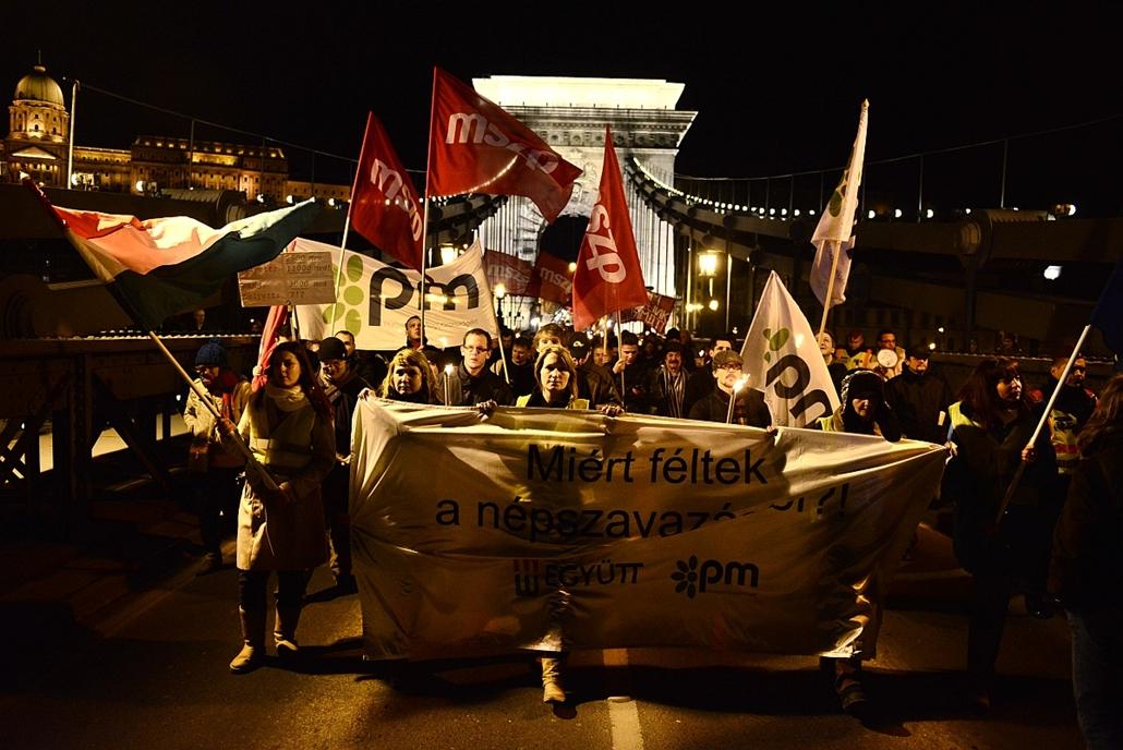 sa.14.02.10. - Paksi tüntetés - az összefogás ellenzéki tüntetése a Sándor-Palota előtt
