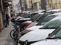Mivel ingyenes a parkolás, beszálltak a közteresek munkájába a parkolóőrök