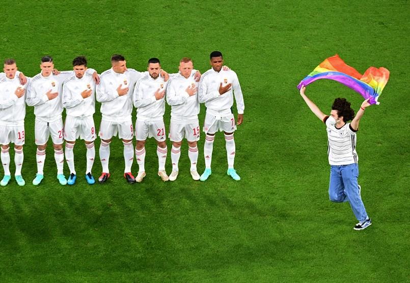 El debate sobre el verano, el fútbol y la homosexualidad desvía el discurso sobre una variedad de temas difamatorios