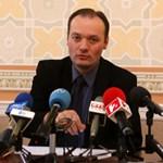 Bíróság elé állt a volt budapesti főügyész, akit a Fenyő-gyilkosság ügyében hivatali visszaéléssel vádolnak