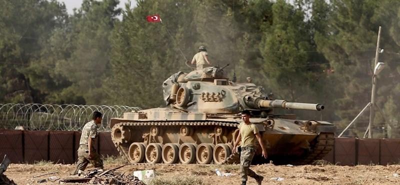 Küszöbön a török-kurd háború? A tüzérség folyamatosan lövi Afrínt