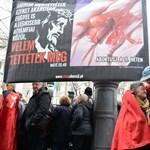 Brutális plakátot függesztettek ki lengyelek Orbán beszéde helyszínén - fotó