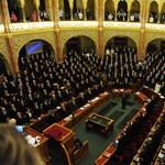 """Parlament elé kerül hétfőn a """"három csapás"""" és a kettős állampolgárság"""