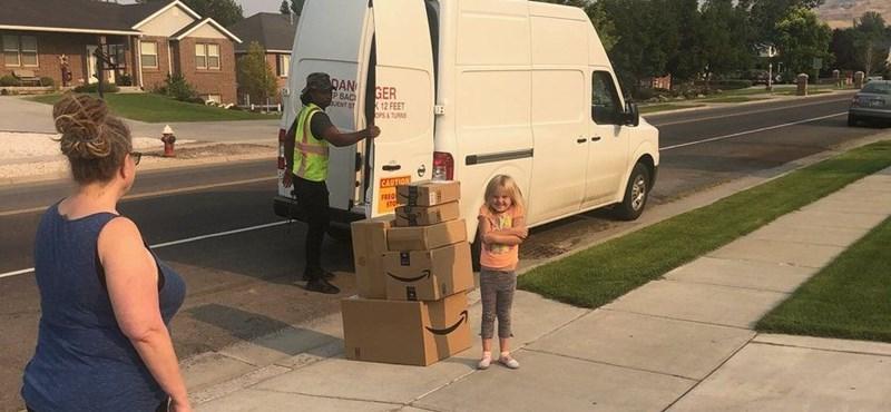 Szuper leckét kapott a hatéves, aki 350 dollárért rendelt Barbie-babákat