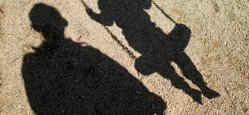 Az ereiket is felvágták a gyerekek, hogy elkerüljék a molesztálást egy gyermekotthonban
