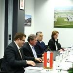 Orbán beköszönt a Merci-gyár új igazgatójának - fotó