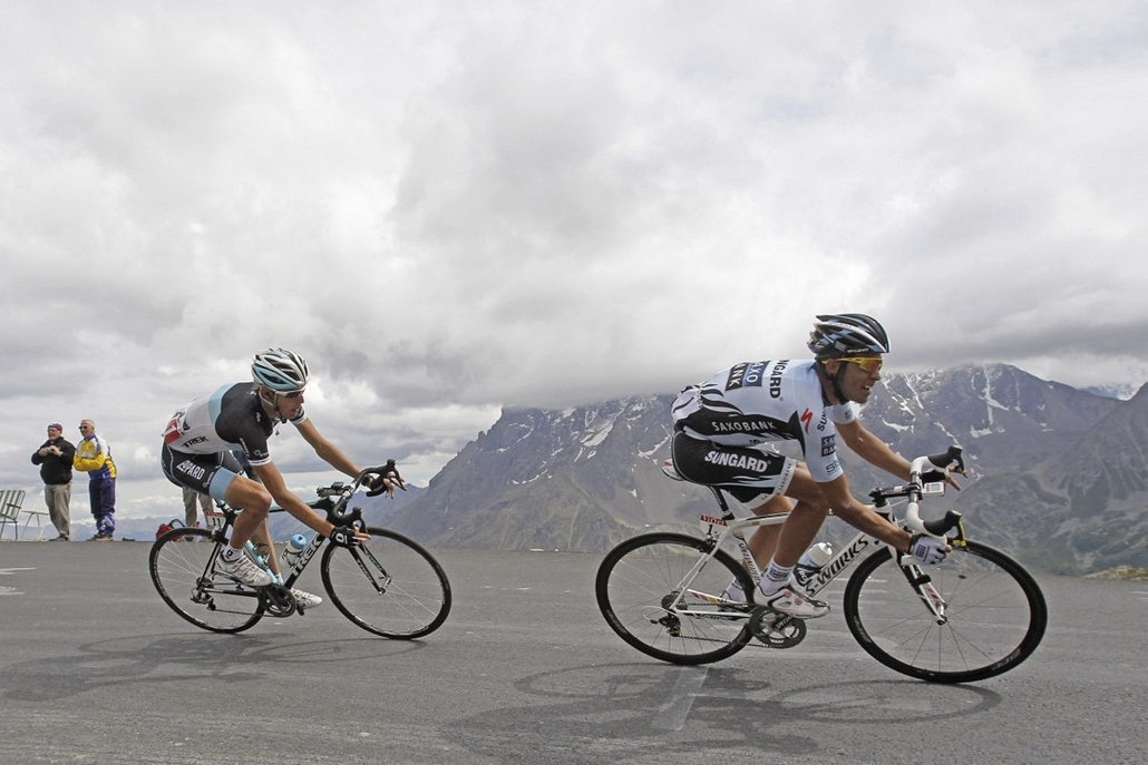Tour de France 2011 - Nagyítás - Galibier, 19. szakasz: elöl Alberto Contador, mögötte Andy Schleck