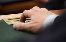 Hadházy mentelmi ügye is téma lesz a parlament mai ülésén