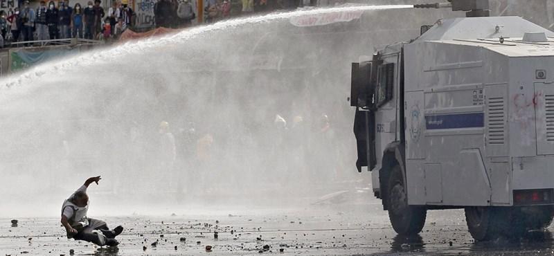 Tüntetők ezrei tértek vissza a Taksim térre