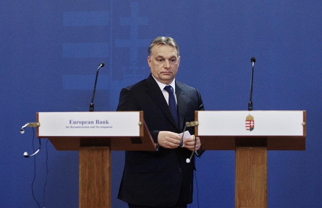 fm.15.02.09. - Orbán Viktor, Suma Chakrabarti (EBRD), Andreas Treichl (Erste) sajtótájékoztató