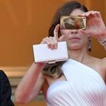 A szelfizés gagyi, ezért betiltják Cannes-ban