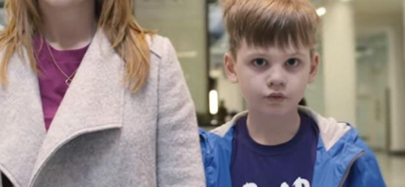 Ezt látja egy autista gyerek, ha bemegy egy plázába - videó