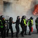 Tömegverekedés és gyújtogatás lett a mexikóvárosi nőnapi felvonulás vége
