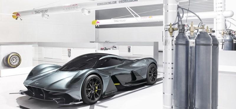 Egy fenevad lett: bemutatták az Aston Martin és a Red Bull közös hiperautóját