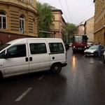 Na, ma melyik autós miatt kellett elterelni a tömegközlekedést Budapesten? (Fotó)