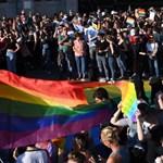 Népszava: Magyarországon működő német multik is válaszlépéseket fontolgatnak a homofóbtörvény miatt