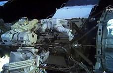 Kis lépés az emberiségnek, nagy lépés a nőknek: férfiak nélkül hajtottak végre űrsétát
